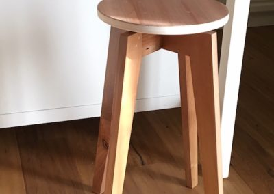 Andrea - Sgabello in legno